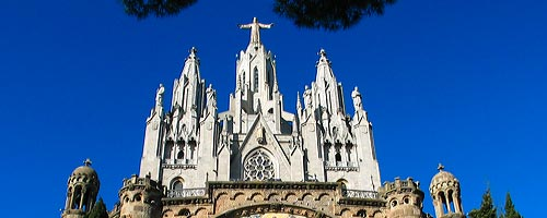 Sightseeing Barcelona: The top half of the Tibidabo church.