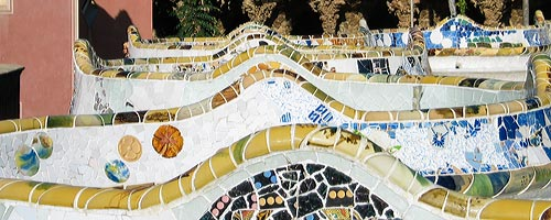 Sightseeing Barcelona: the bench at Park Guell.