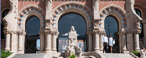 An image of the entrance to Hospital de Sant Pau.