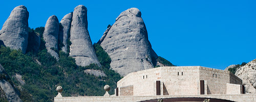 Sightseeing Montserrat: finger like rock formations behind the church of Montserrat