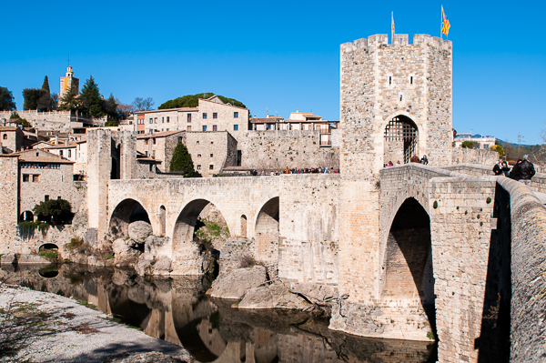 A view of the bridge just before crossing it into the village of Besalu.