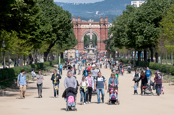 The main avenue of the Ciutadella Park. You can see the Arc de Triomf in the background.