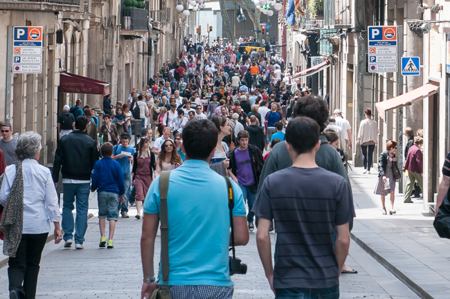 By late morning you can expect the streets of the Gothic Quarter to be in full swing, especially during the week, but also on the weekend.